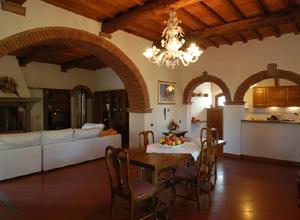 Villa puccini interni for Arredamento toscano